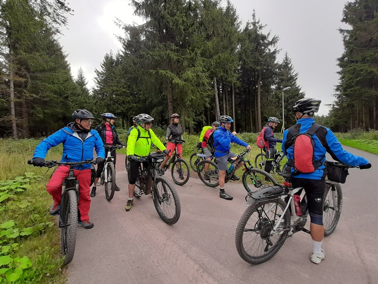 Bikergruppe-750x563